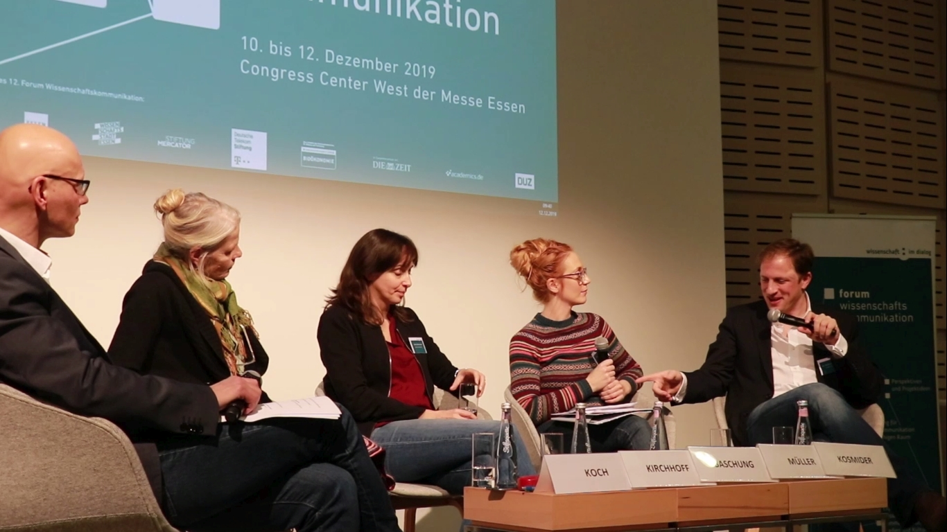 Panel discussion at the Forum on Science Communication (2019). Videostill: Science in Dialog.
