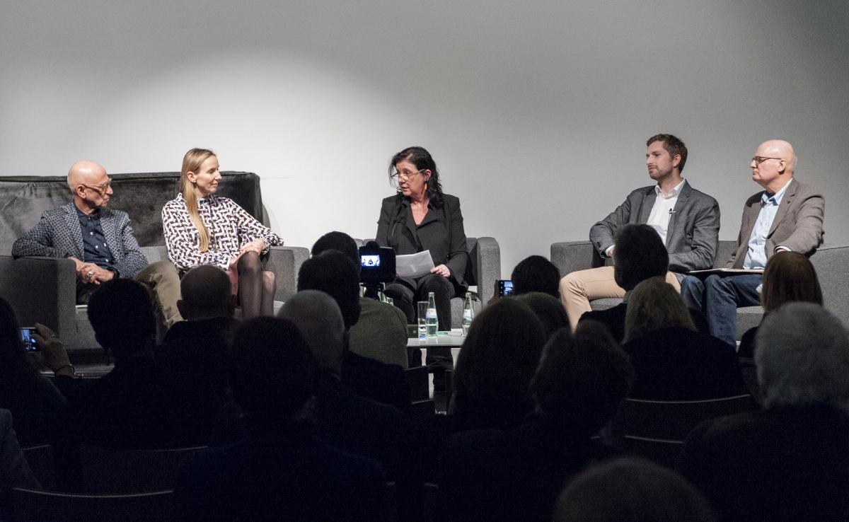Podiumsgespräch zur Schönauer-Ausstellung: Thomas Schönauer, Prof. Dr. Peter Tepe , Dr. Simone Bagel-Trah, Dr. Andreas Koch, Regine Müller